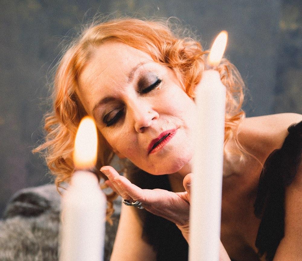Hunajainen aistillisuus - Kirsti Kuosmanen